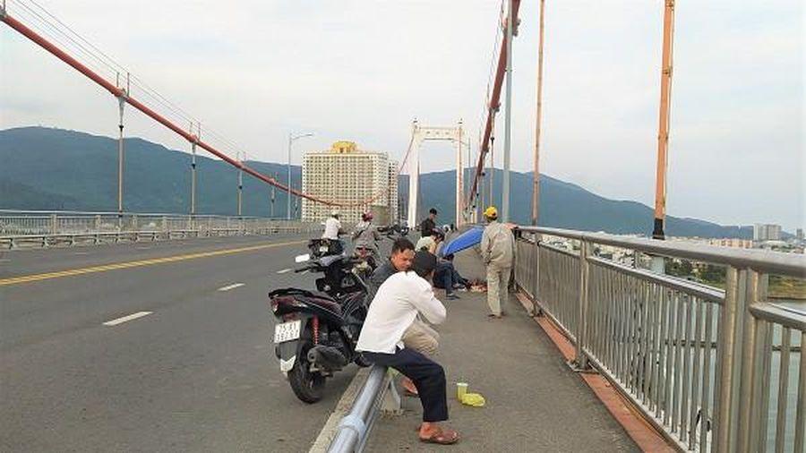 Tìm kiếm nam sinh để lại thư tuyệt mệnh, nhảy cầu Thuận Phước