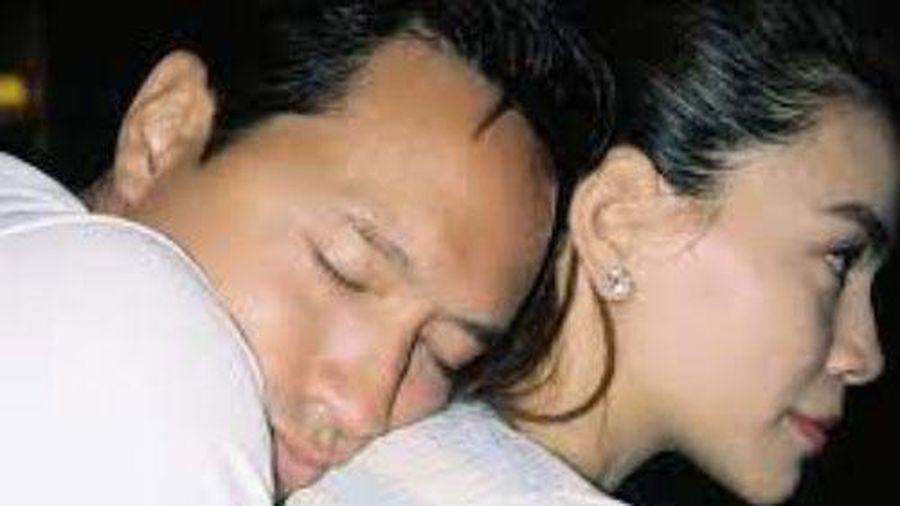 Hồ Ngọc Hà và Kim Lý lại khiến dân tình 'ghen tỵ' vì hành động không thể ngọt ngào hơn