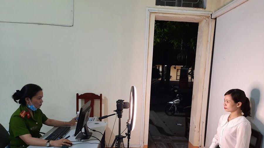 Công an thị xã Bỉm Sơn tăng tốc kế hoạch cấp 40.000 căn cước công dân gắn chíp điện tử trước 20-4