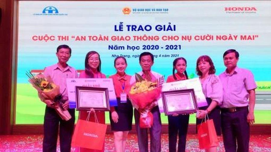 Nhiều giáo viên và học sinh đạt giải tại cuộc thi 'An toàn giao thông cho nụ cười ngày mai'
