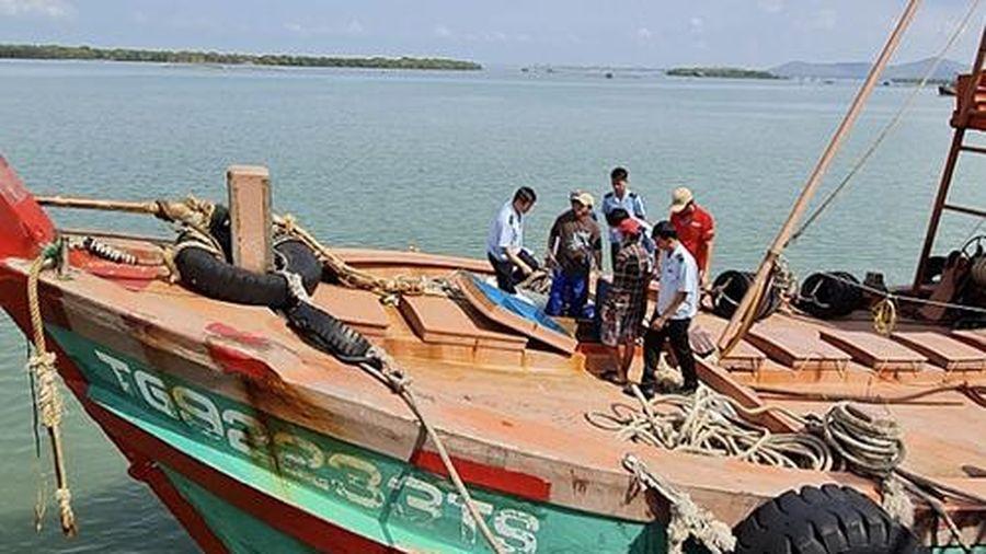 Hải đội 3 bắt giữ xử lý 2 tàu chở dầu có dấu hiệu buôn lậu
