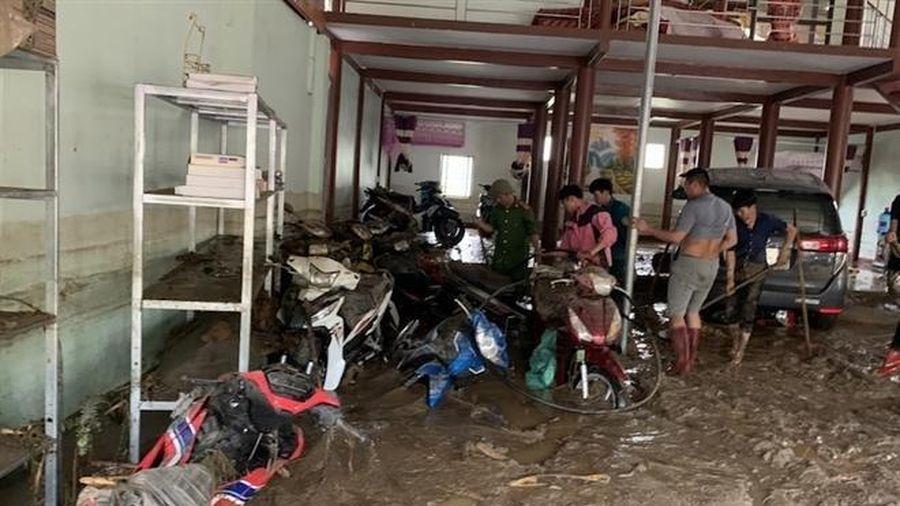 Thủ tướng chia buồn với gia đình nạn nhân chết trong mưa lũ ở Lào Cai