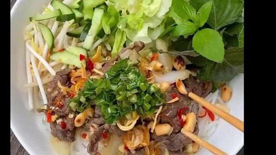 Cách nấu bún bò Nam bộ của Tăng Thanh Hà
