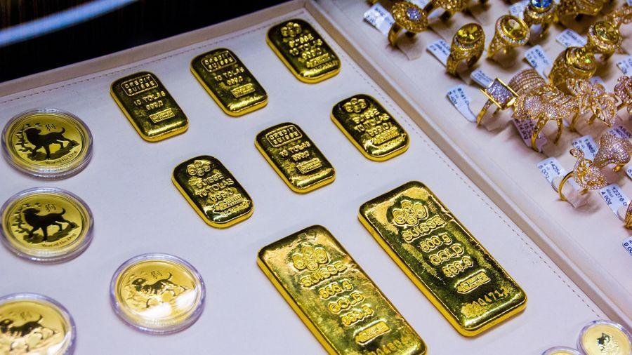 Giá vàng hôm nay ngày 17/4: Giá vàng trong nước bất ngờ tăng gần 700.000 đồng/lượng