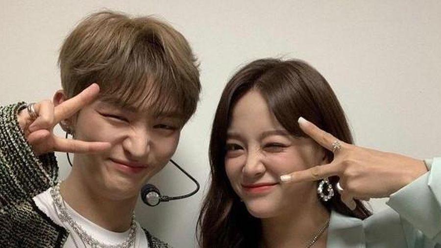 Kim Sejeong bình luận vô tư cỡ nào với Yoon Jisung mà khiến netizen 'đọc muốn đỏ mặt'?