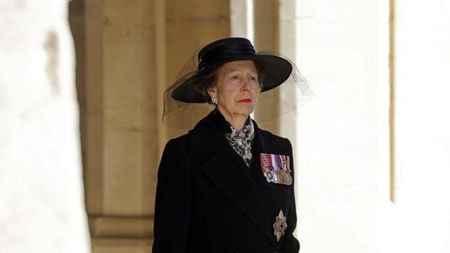Người phụ nữ duy nhất đi sau quan tài Hoàng thân Philip