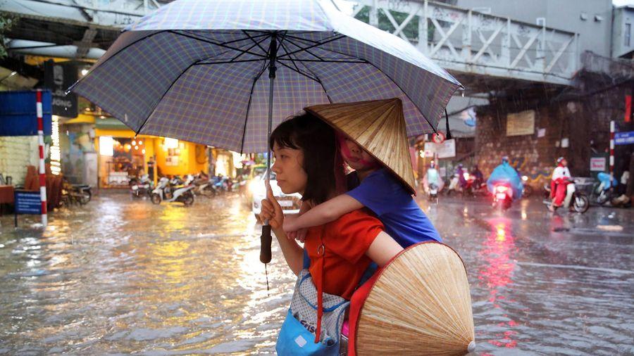 Hà Nội có thể mưa lớn đêm nay