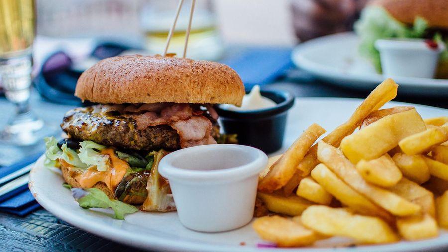 Sai lầm khi ăn tối có thể gây hại sức khỏe