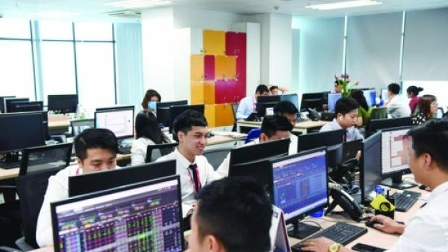 Cẩn trọng giao dịch cổ phiếu theo tin đồn