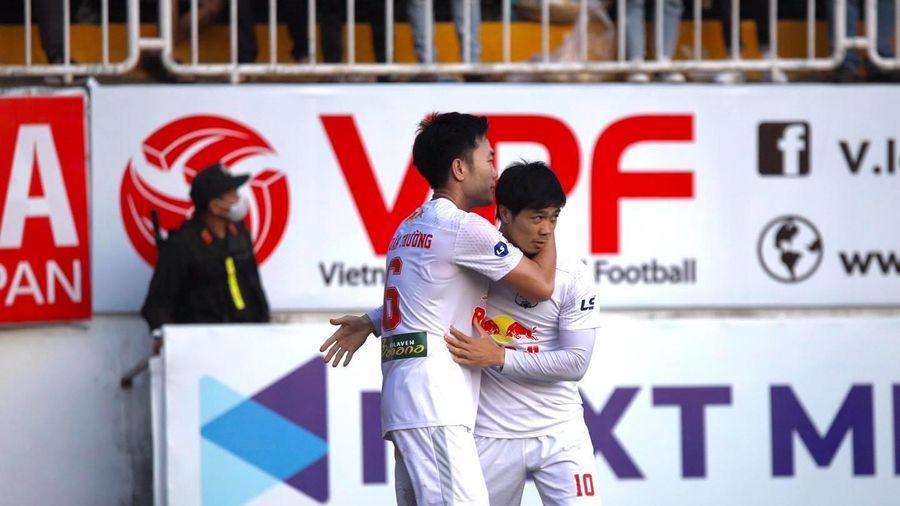Lương Xuân Trương lập siêu phẩm vào lưới Hà Nội FC