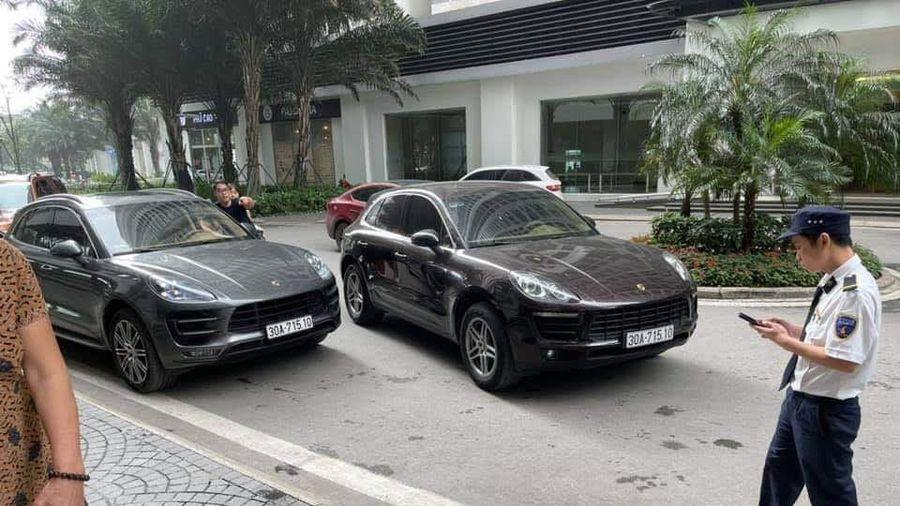 Đưa con đi học, người phụ nữ 'bắt' tại trận xe Porsche đeo biển số giả 'nhái' biển số xe của gia đình