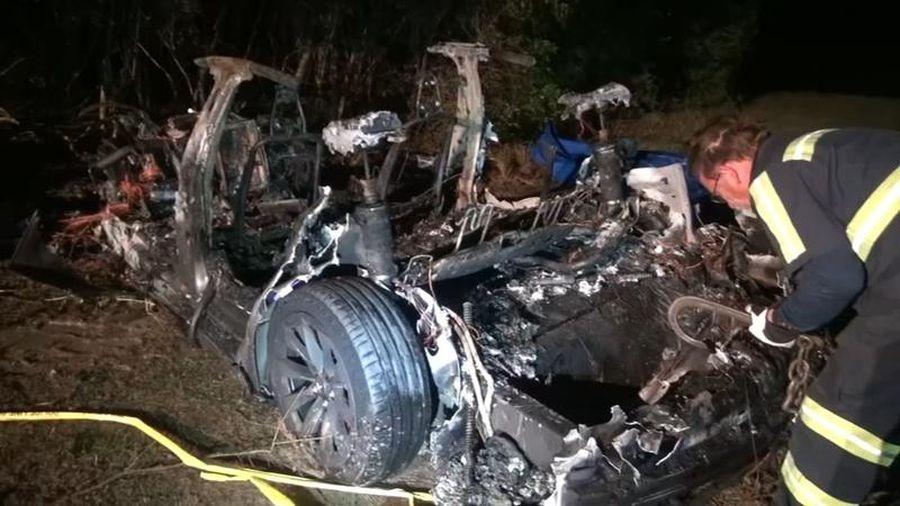 Ôtô 'không người lái' đâm vào cây ở Mỹ, 2 người chết