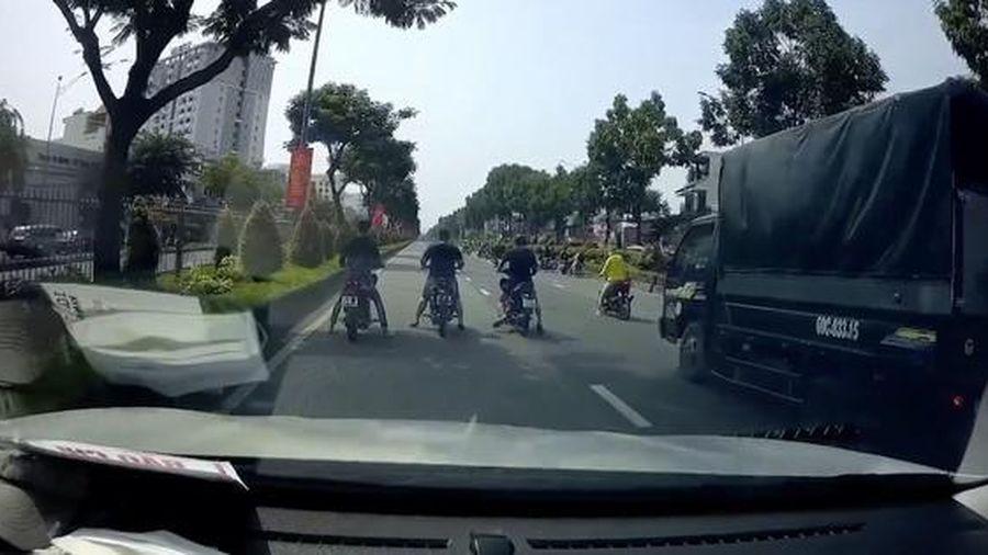 CSGT TP HCM yêu cầu nhóm quái xế 'quậy' ở đường Trường Chinh, Nguyễn Văn Linh ra trình diện
