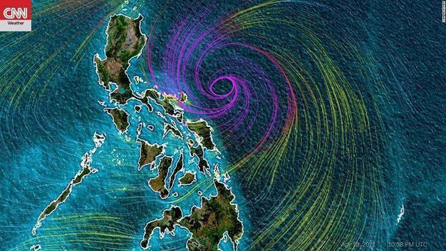 Hàng chục ngàn người Philippines sơ tán vì bão Surigae