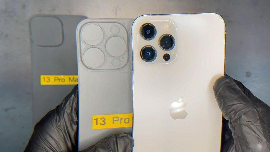 Mô hình iPhone 13 Pro Max có cụm camera lớn hơn