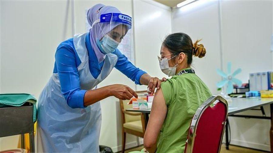 Malaysia triển khai giai đoạn 2 chương trình tiêm vaccine toàn quốc