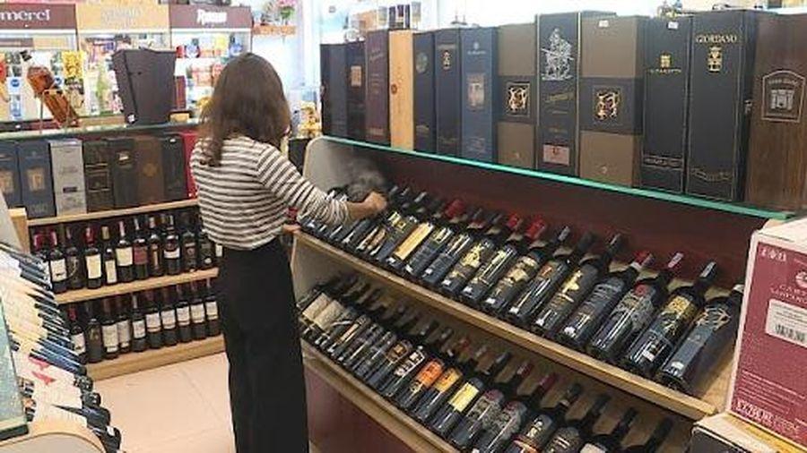 Thuốc lá và rượu bắt buộc phải dán tem điện tử
