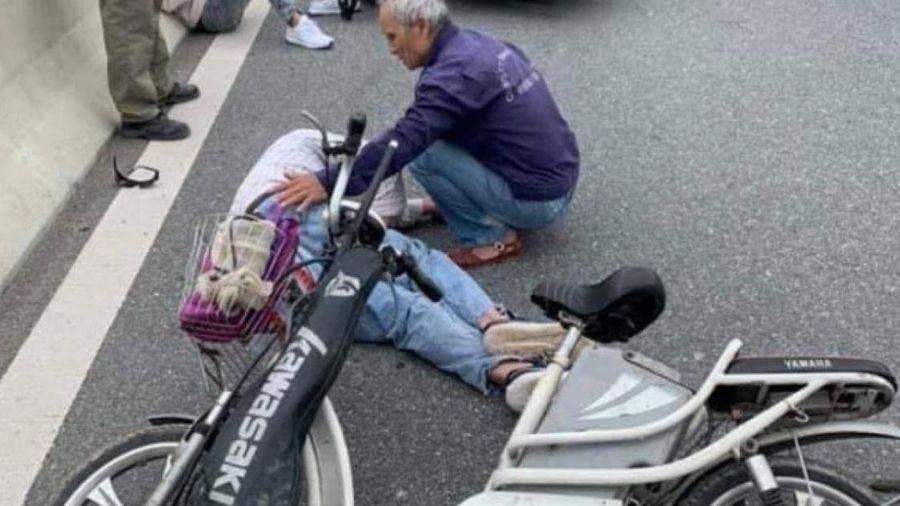 Va chạm với xe máy ở cầu Tân Vũ - Lạch Huyện, một người tử vong