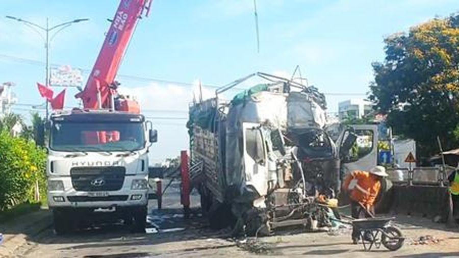 Tài xế bị cắt bỏ một phần chân phải sau tai nạn liên hoàn 6 xe ô tô tải
