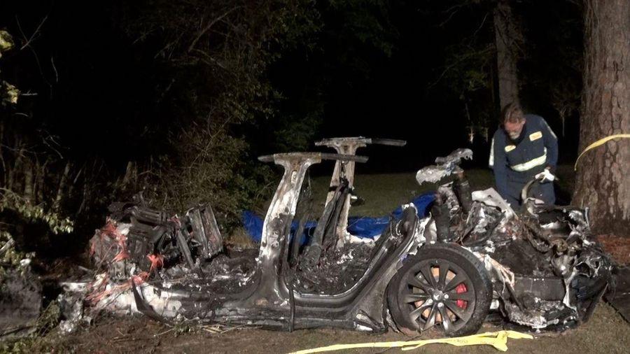 Tai nạn chết người trên xe Tesla gây quan ngại về công nghệ tự hành và ô tô điện