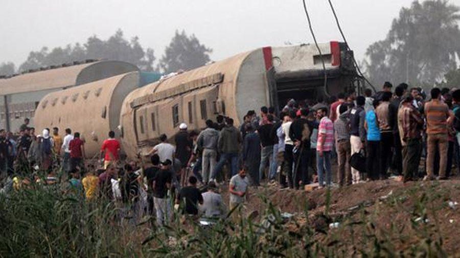 Tàu Ai Cập trật bánh khiến 11 người chết, 98 người bị thương