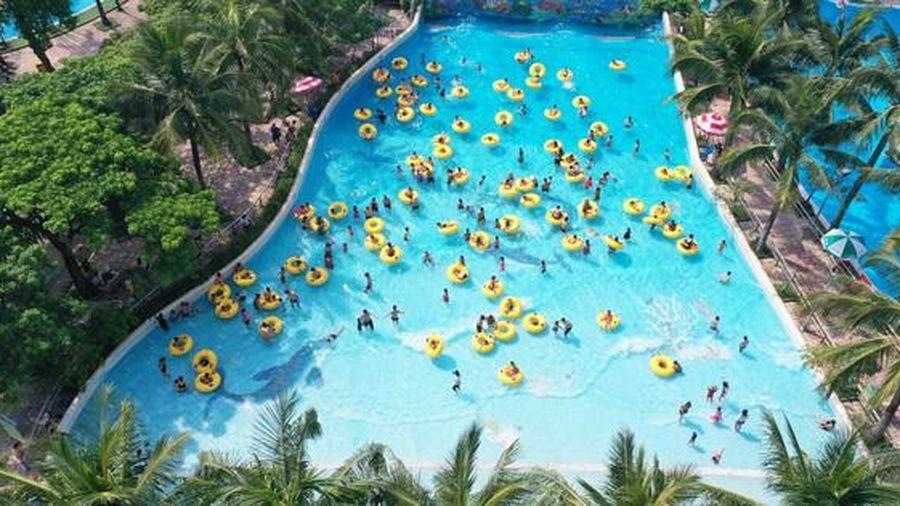 Nhiều hoạt động ấp dẫn chào đón du khách đến Công viên Nước Hồ Tây