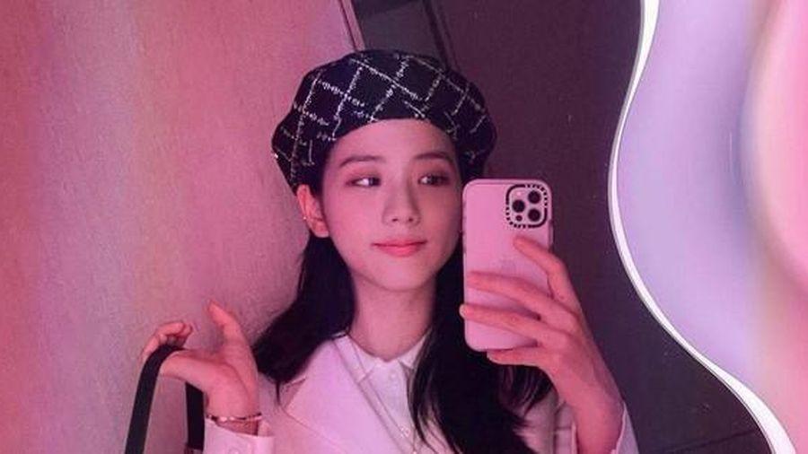 Netizen xém xỉu khi bóc giá mũ của Jisoo: Không phải bởi giá cả đắt đỏ mà lai lịch bất ngờ