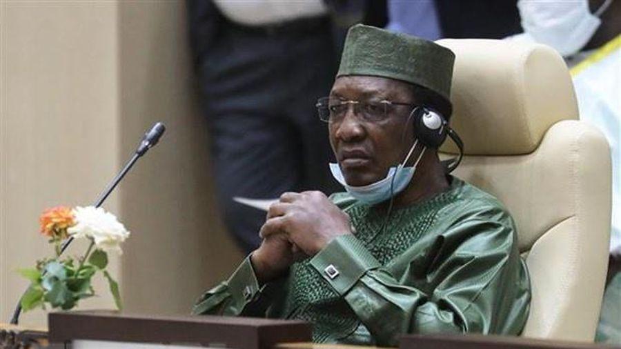 Tổng thống Chad qua đời khi đi thăm binh sĩ ở tiền tuyến
