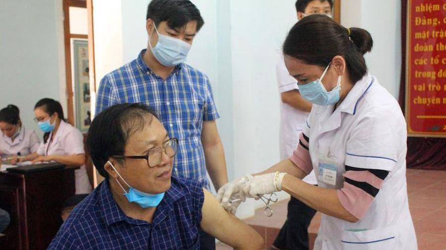 Nghệ An: Hơn 500 người được tiêm vaccine phòng Covid-19