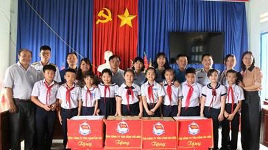 Tổng công ty Tân Cảng Sài Gòn tuyên truyền biển, đảo tại Kon Tum