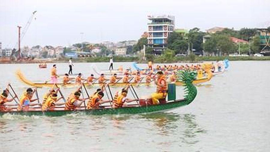 Tháng ba 'dô ta' bơi chải Việt Trì