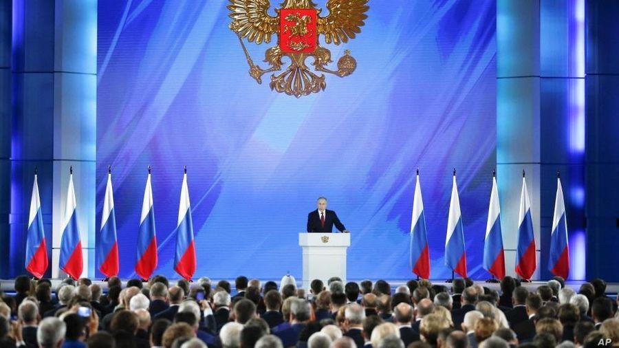 Nước Nga trước thông điệp liên bang của Tổng thống Vladimir Putin: Căng ngoài, khó trong