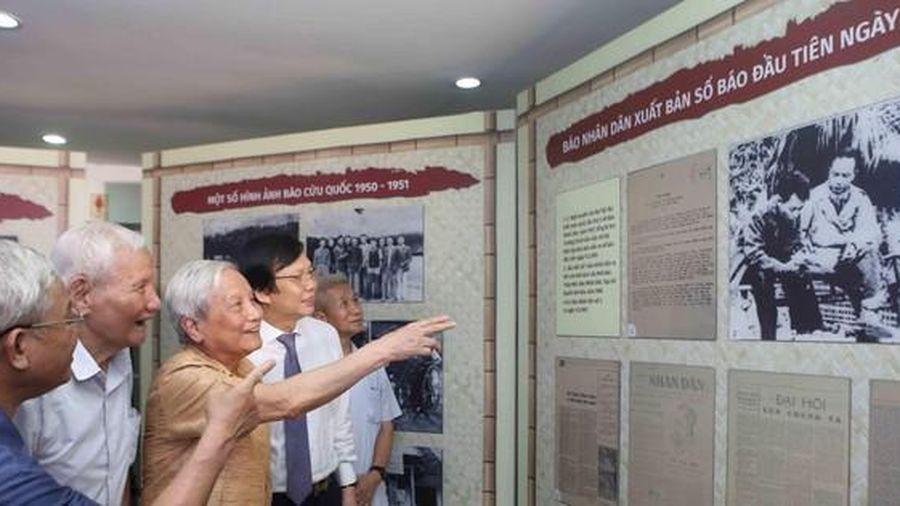 Báo chí Việt Nam 1946-1976: Từ Hà Nội đến chiến khu Việt Bắc