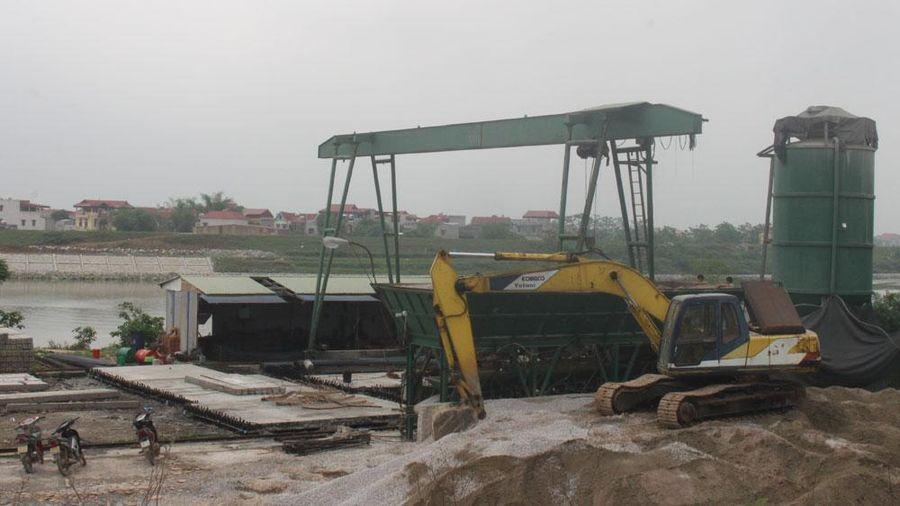 Bắc Giang: Đề nghị cắt điện đối với trạm đổ cọc bê tông lấn chiếm hành lang đê
