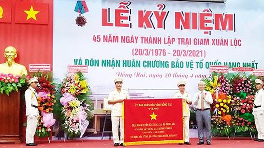 Trại giam Xuân Lộc kỷ niệm 45 năm thành lập và đón nhận Huân chương Bảo vệ Tổ quốc hạng nhất