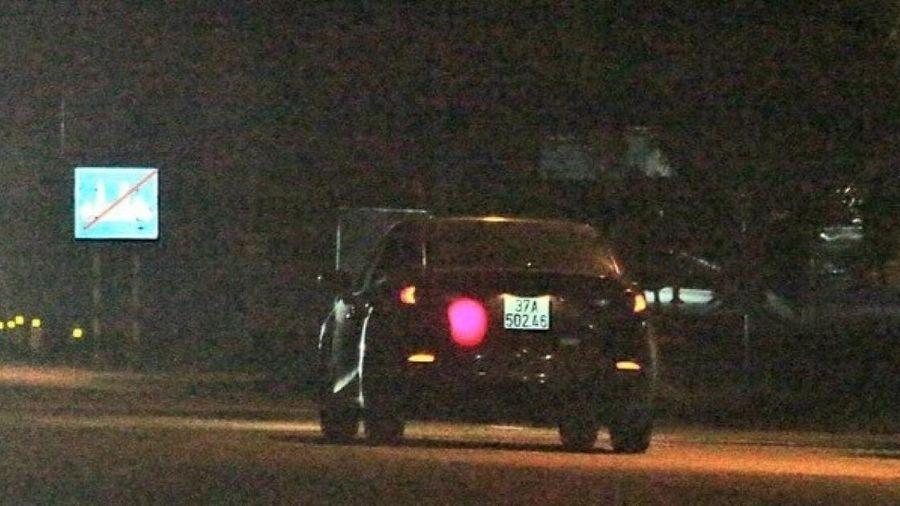 Vi phạm tốc độ, tài xế cho xe đâm bị thương một CSGT rồi bỏ trốn