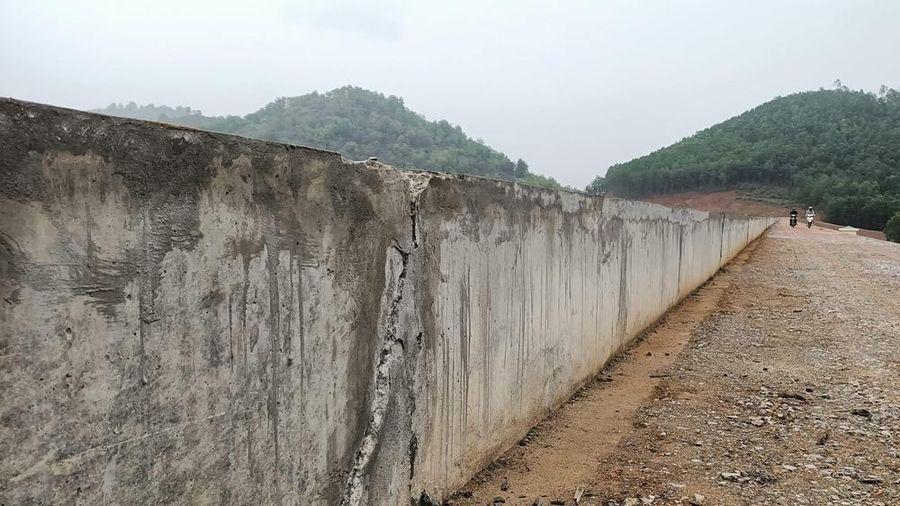 Thanh Hóa: Yêu cầu kiểm định chất lượng đập hơn 9 tỷ vừa nâng cấp đã xuất hiện nhiều vết nứt