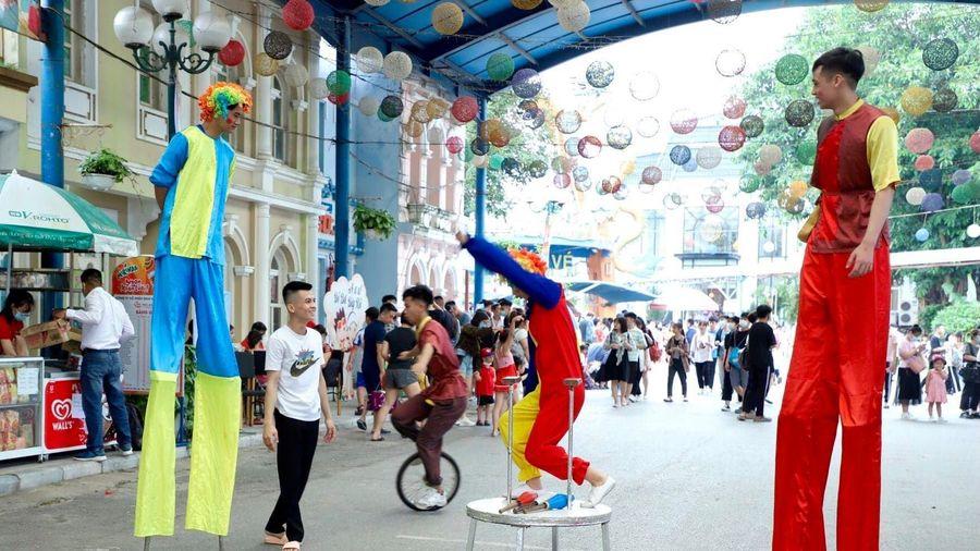 Chương trình nghệ thuật đặc sắc 'Chào hè 2021'-Ngày hội mở cửa công viên Nước Hồ Tây