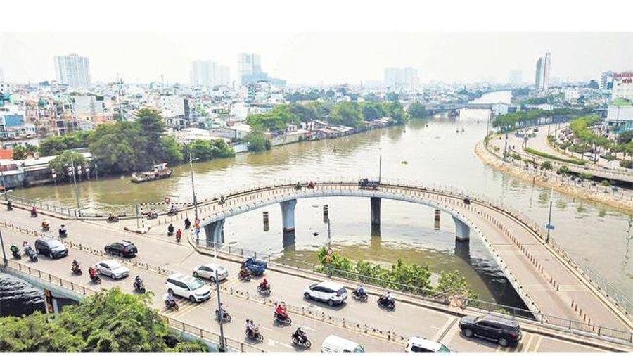 Góp phần vào sự phát triển chung của thành phố