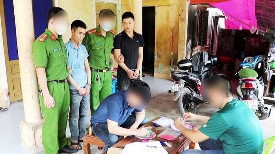 Đột kích trong đêm bắt quả tang 2 đối tượng 9x buôn ma túy