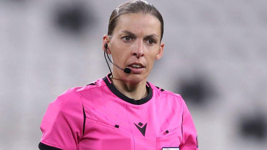 Nữ trọng tài đi vào lịch sử giải bóng đá vô địch châu Âu EURO 2020