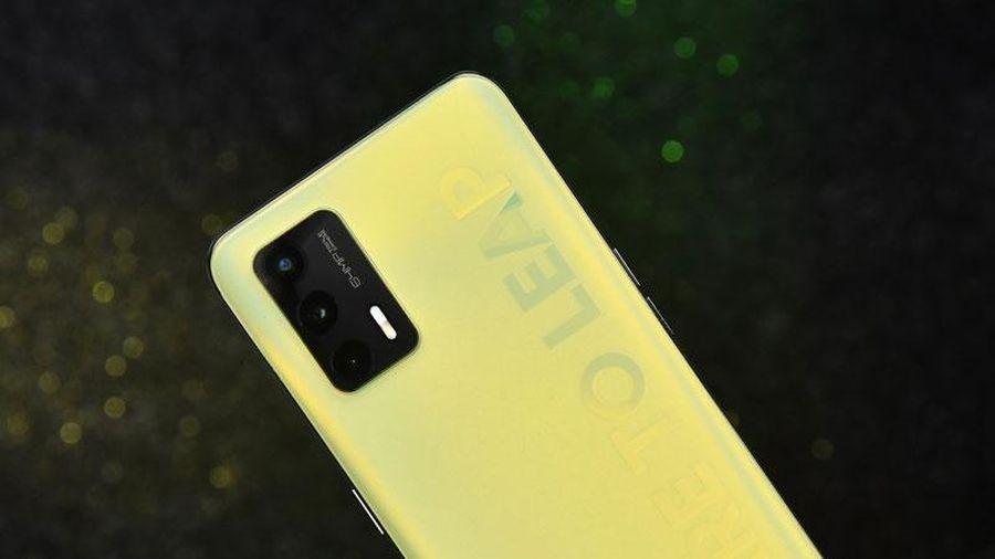 Realme ra mắt smartphone 5G, RAM 8 GB, màn hình 120Hz, sạc 30W, giá gần 6 triệu