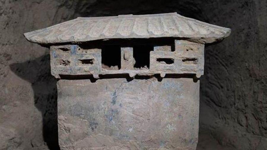 Sốc khi phát hiện thức ăn còn sót lại trong ngôi mộ cổ 2000 năm trước