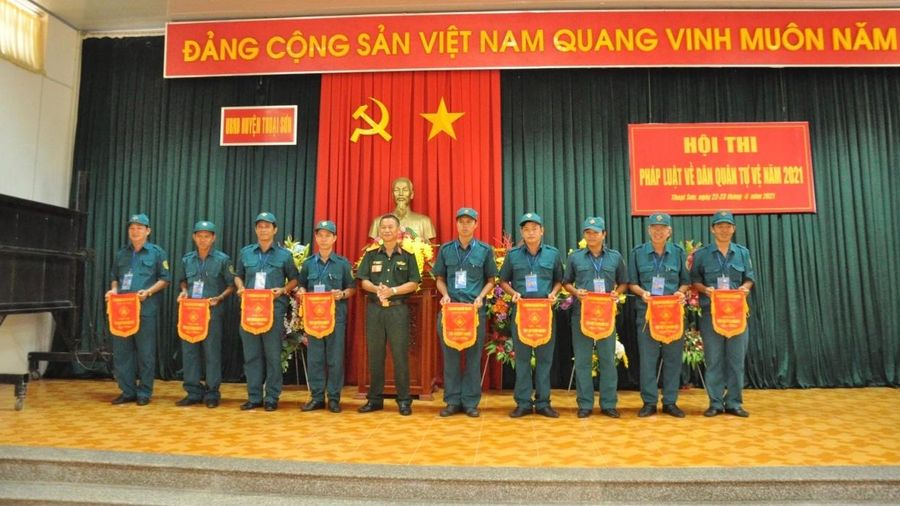 Ban Chỉ huy Quân sự huyện Thoại Sơn tổ chức Hội thi pháp luật về Dân quân tự vệ năm 2021