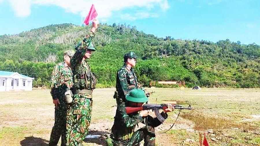 Kiểm tra bắn đạn thật cho chiến sĩ mới