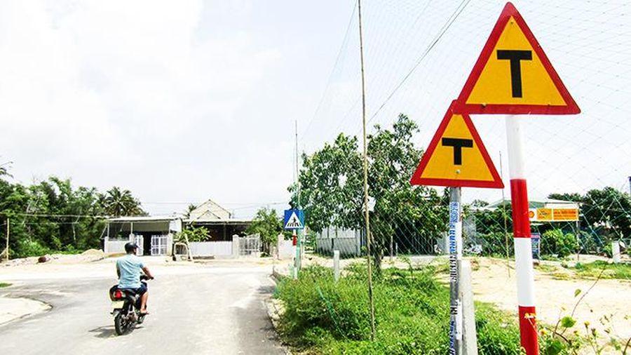 Cần thu hồi biển báo giao thông cũ