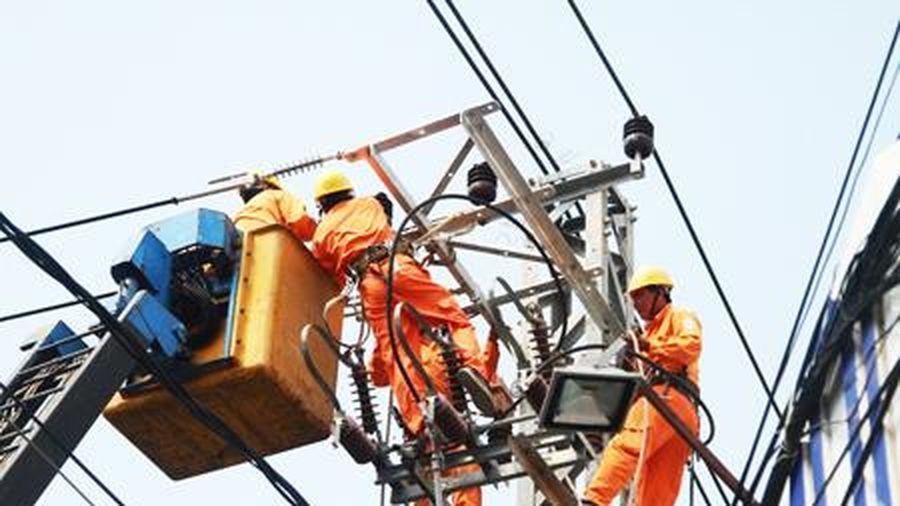 Tổng doanh thu ngành Điện giảm gần 15%
