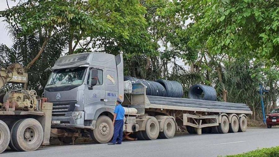 Chở quá tải, lái xe thách thức lực lượng thanh tra 'gọi xe đến mà cẩu'