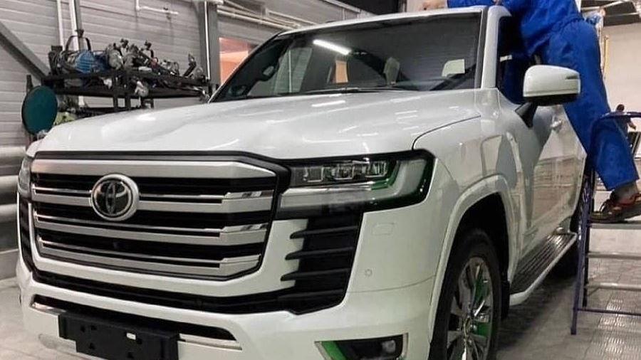 Toyota Land Cruiser mới lộ diện