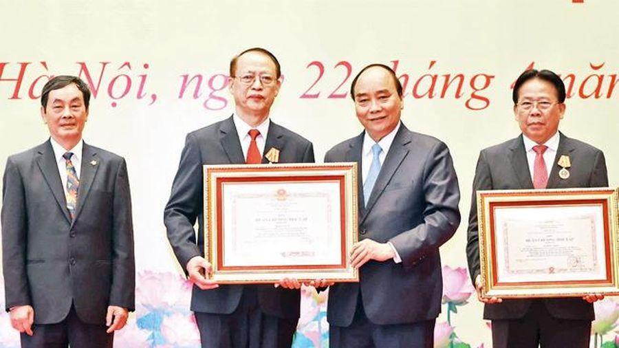 Chủ tịch nước trao danh hiệu cao quý tặng các nhà khoa học xuất sắc và nguyên lãnh đạo Bộ Xây dựng